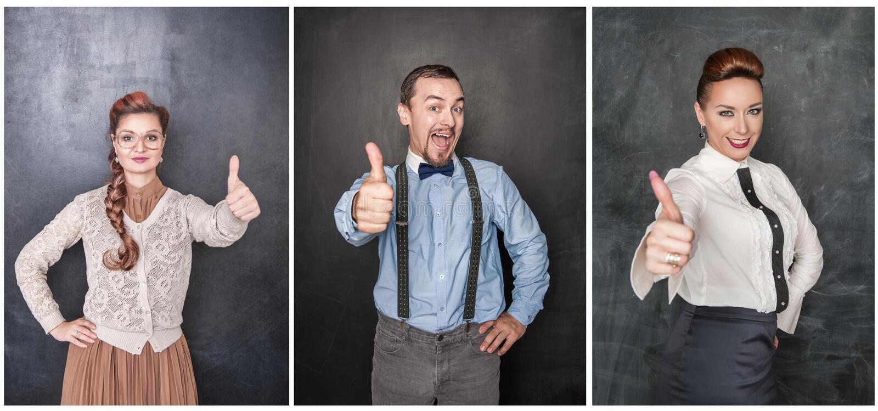 Reeks mensen die duimen op bord tonen royalty-vrije stock fotografie