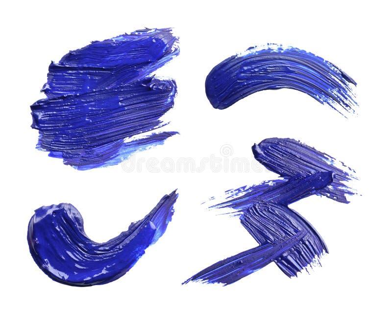 Reeks met abstracte penseelstreken van blauwe verf op witte achtergrond stock illustratie