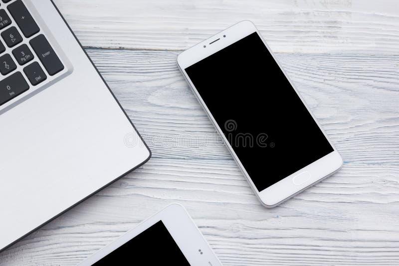 Reeks moderne computerapparaten - laptop, tablet en telefoon dichte omhooggaand stock foto