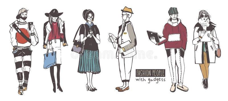 Reeks modieuze mensen met gadgets bij straat, de inzameling van de schetsmanier stock illustratie