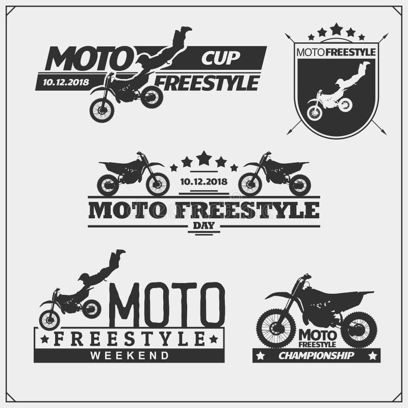 Reeks motorsportsilhouetten, etiketten en emblemen Motocross springende ruiters, motovrij slag stock illustratie