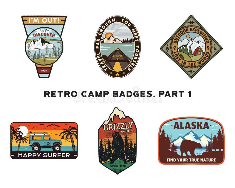 Reeks retro Emblemen van Zwerflustemblemen Uitstekende hand getrokken reiskentekens Verschillend kamp, bosactiviteitenscènes royalty-vrije illustratie