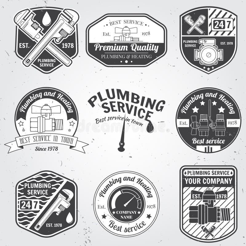 Reeks retro uitstekende kentekens en etiketten Loodgieterswerk en het verwarmen de dienst vector illustratie