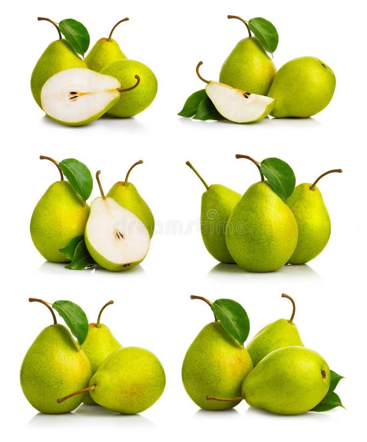 Reeks rijpe groene perenvruchten met bladeren royalty-vrije stock foto's