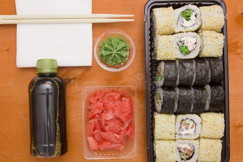 Reeks sushi en broodjes royalty-vrije stock afbeelding