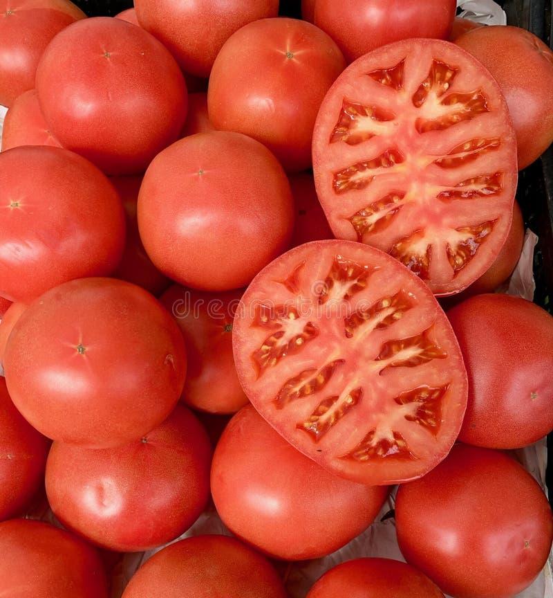 Reeks tomaten in de markt royalty-vrije stock afbeeldingen