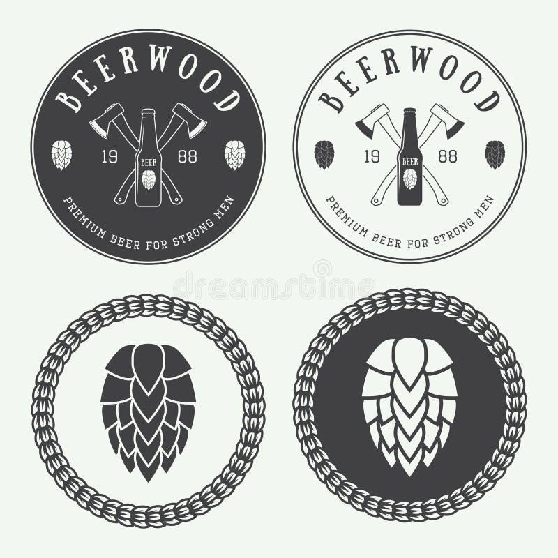 Reeks uitstekende bier en baremblemen, etiketten en emblemen met bottl vector illustratie