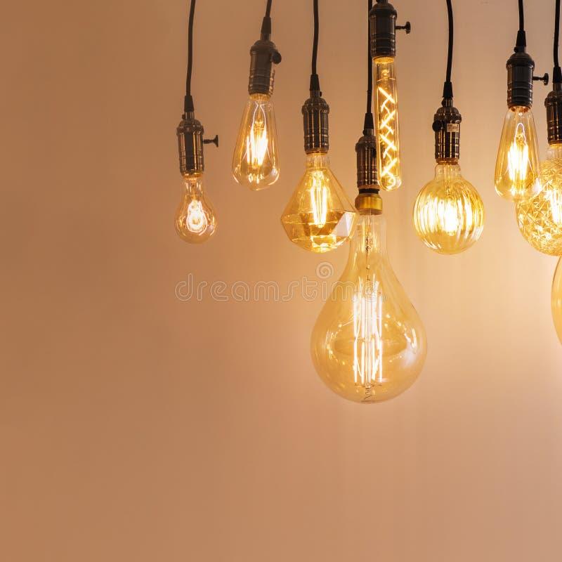 Reeks uitstekende retro lampen van verschillende types De gloeiende of lampen van Edison, zolderstijl stock foto