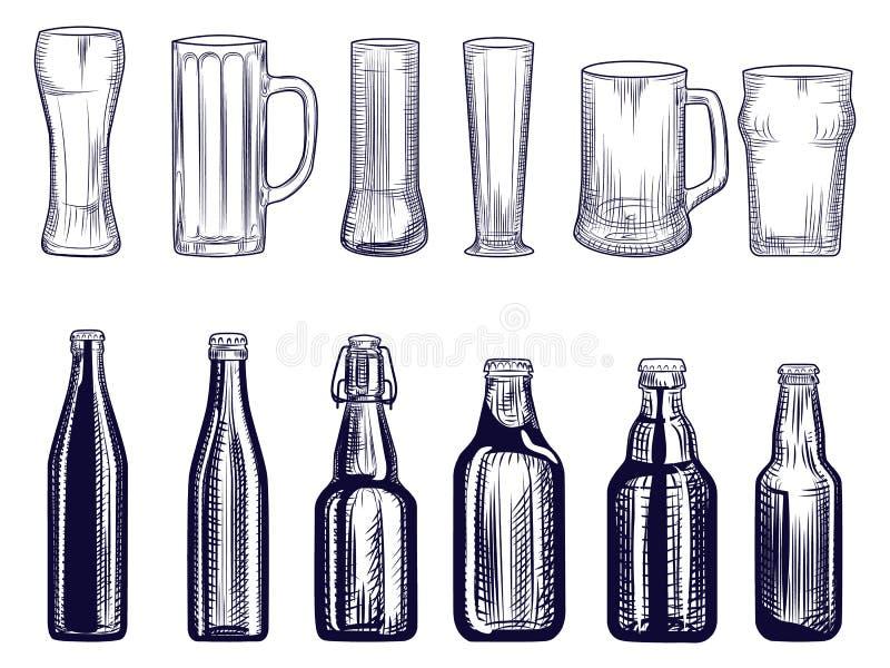 Reeks van bierflessen en mok Verschillende bierglazen Gravurestijl vector illustratie