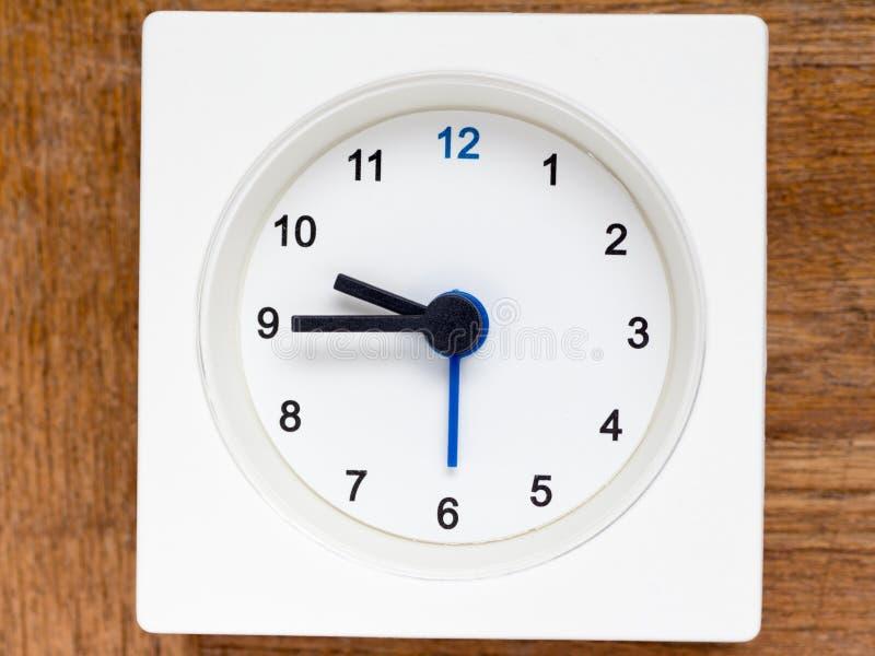 Reeks van de opeenvolging van tijd op de eenvoudige witte analoge klok royalty-vrije stock fotografie