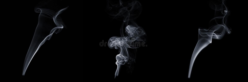 Reeks van drie stromende rook op zwarte achtergrond, witte damp, abstracte stroom van sigarettenrook, aroma-stick rook royalty-vrije stock afbeelding