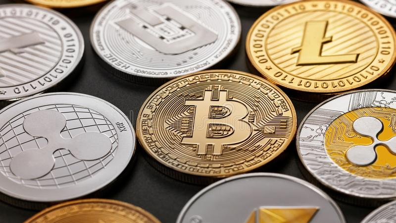 Reeks van een muntstuk van crypto munt op een donkere achtergrond Bedrijfs, Financiën en technologieconcept royalty-vrije stock foto