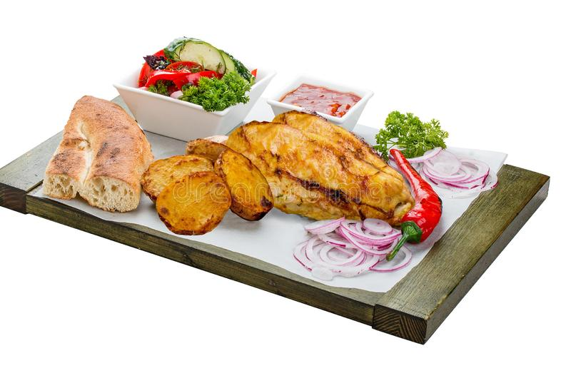Reeks van gebakken kippenfilet, plantaardige salade, aardappels en saus royalty-vrije stock foto's