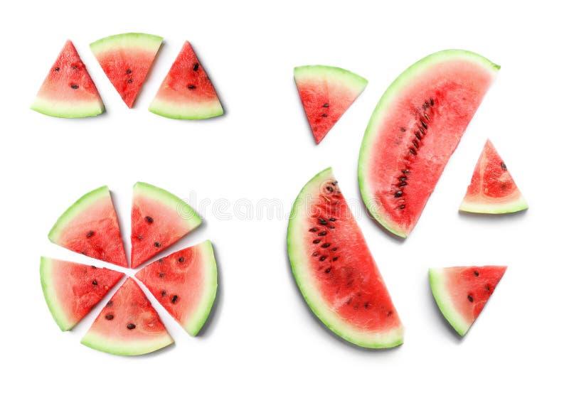 Reeks van heerlijke gesneden rijpe watermeloen op witte achtergrond, hoogste mening royalty-vrije stock foto's
