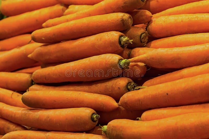 Reeks van lange van de fruitwortel rij als achtergrond van horizontale sinaasappel heel wat wortelgewassenbasis van gezonde voedi royalty-vrije stock afbeeldingen