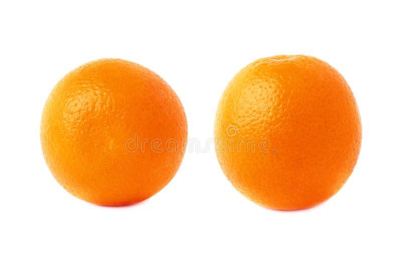 Reeks van oranje die fruit over de witte achtergrond, twee verschillende foreshortenings wordt geïsoleerd royalty-vrije stock afbeeldingen