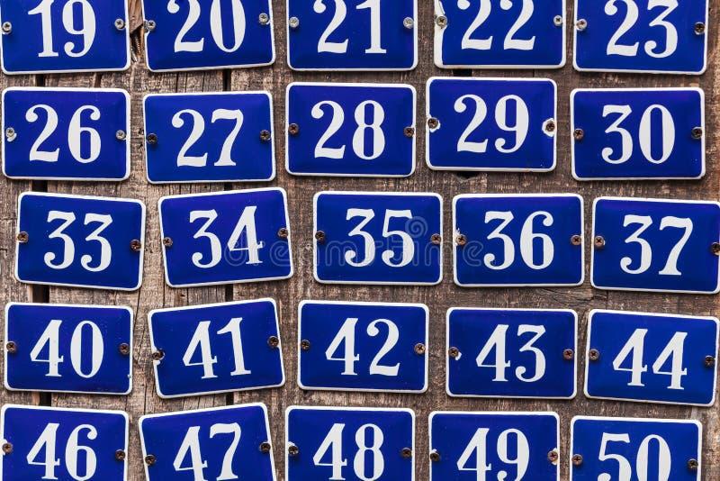 Reeks verhogende huisnummerplaten stock foto