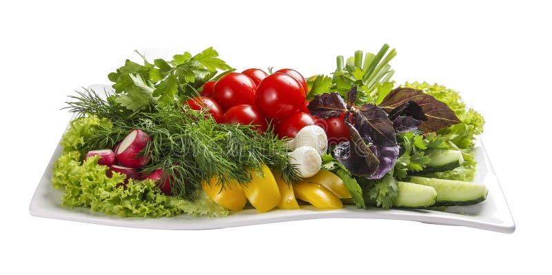 Reeks verse groenten op een witte plaat stock afbeelding