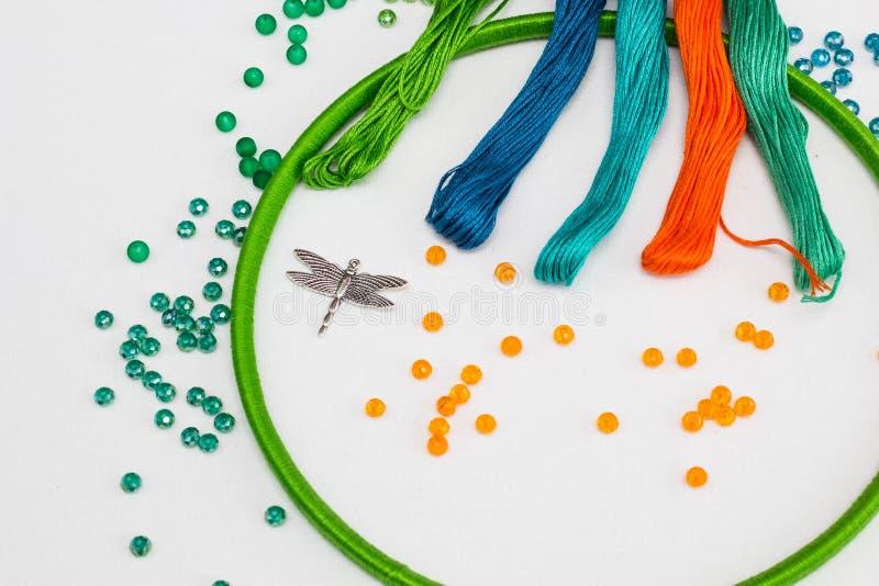 Reeks voor het maken van een Dreamcatcher, parels, draad stock foto