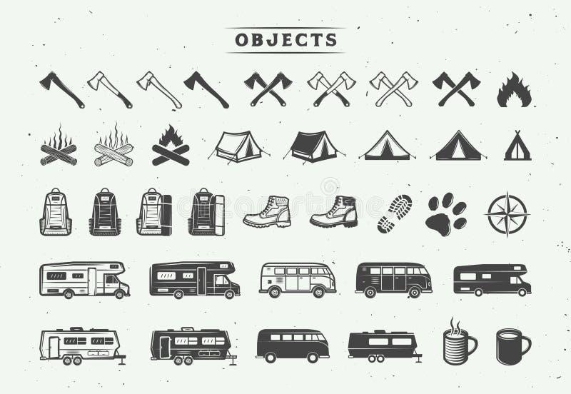 Reeks wijnoogst openlucht en avonturenelementen die kamperen Kan gebruikte emblemen, kentekens, etiketten, emblemen, tekens en on vector illustratie