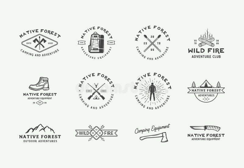 Reeks wijnoogst openlucht en avonturenemblemen, kentekens, etiketten, emblemen, tekens en ontwerpelementen die kamperen Grafisch  vector illustratie