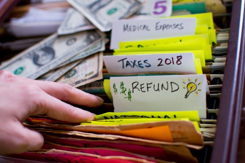 Reembolso del impuesto e impuestos 2018 el hacer fotos de archivo libres de regalías