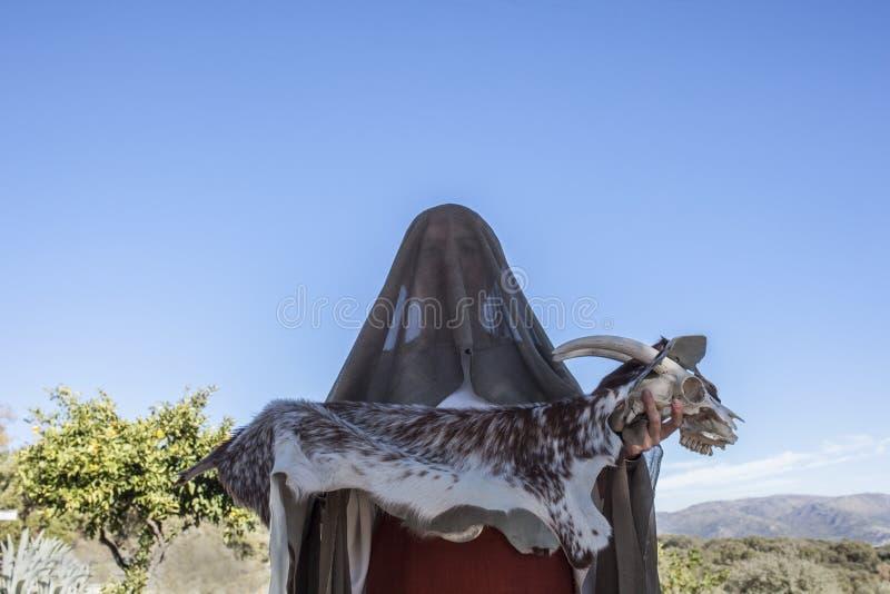 Reenactment av den Iberian gudinnaAtaecina ritualen Priestess med G fotografering för bildbyråer