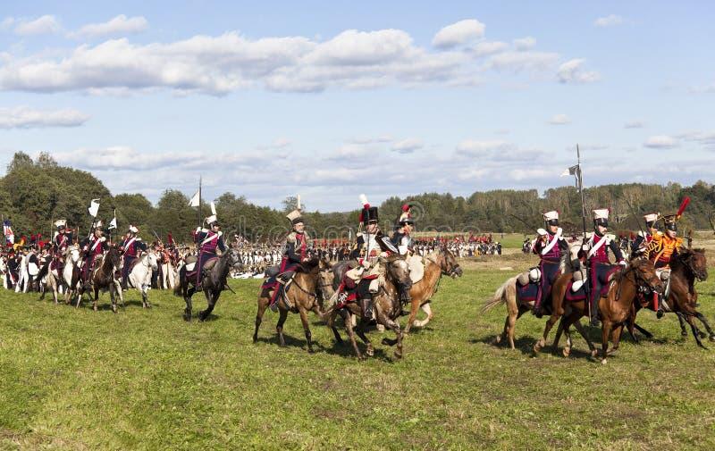 Reenactment da batalha de Borodino entre exércitos do russo e do francês em 1812 foto de stock royalty free