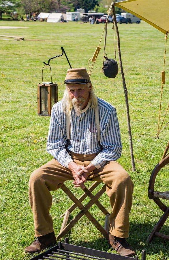 Reenactor на разбивке лагеря Confederate на сражении Buchanan стоковая фотография