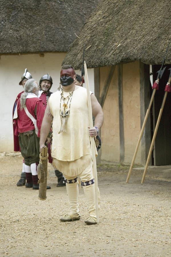 Reenactor de Natif américain au fort de James, photo stock