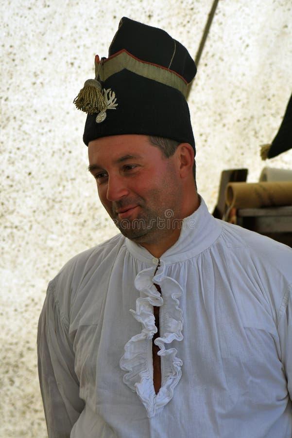 Reenactor si è vestito come soldato francese dell'esercito a rievocazione storica di battaglia di Borodino in Russia fotografia stock