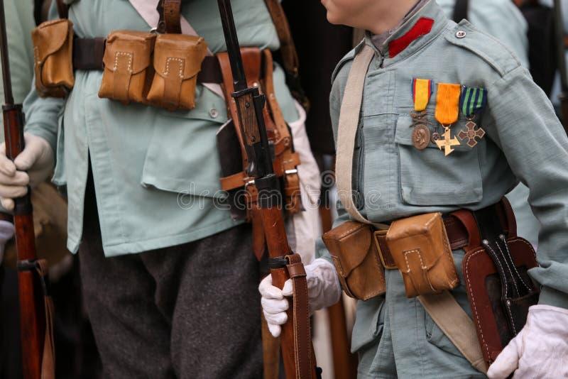 Reenactors da Primeira Guerra Mundial com seu equipamento imagem de stock royalty free