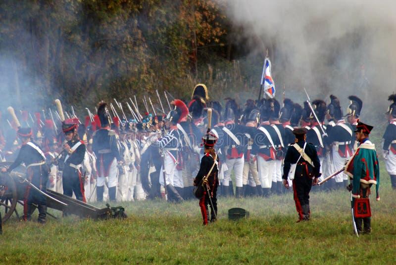 Reenactors kleedde zich als Napoleonic oorlogsmilitairen stock foto
