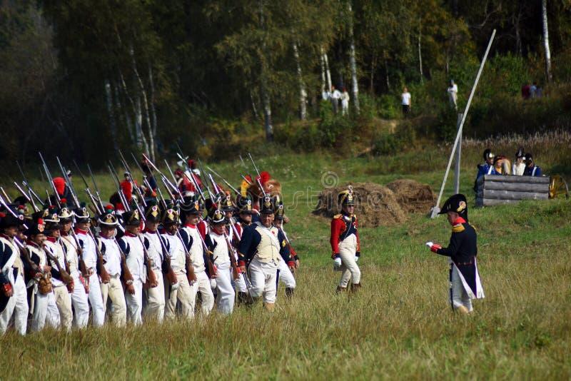 Reenactors ? la reconstitution historique de bataille de Borodino en Russie photos stock