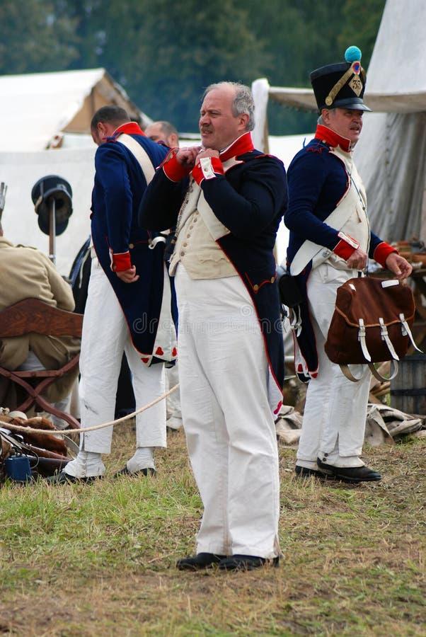 Reenactors mężczyzna ubierali jako Napoleońskiej wojny żołnierzy portret obraz stock