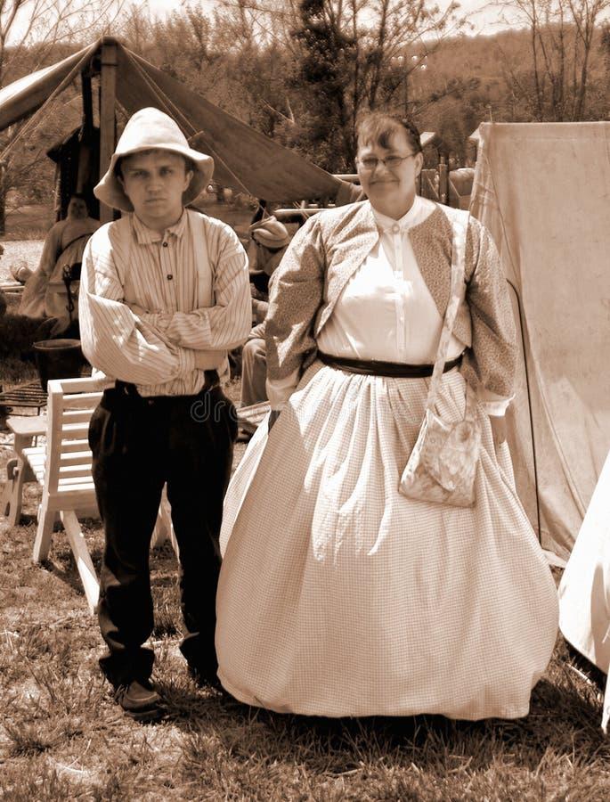 """Reenactors masculino y femenino en el """"Battle del  de Liberty†- Bedford, Virginia fotos de archivo libres de regalías"""