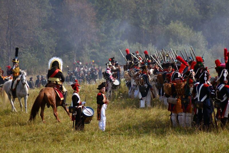 Reenactors no reenactment hist?rico da batalha de Borodino em R?ssia imagens de stock