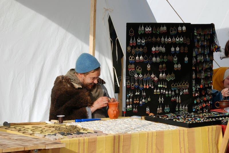 Reenactors toont hun vaardigheden in Kolomenskoye-park in Moskou royalty-vrije stock foto