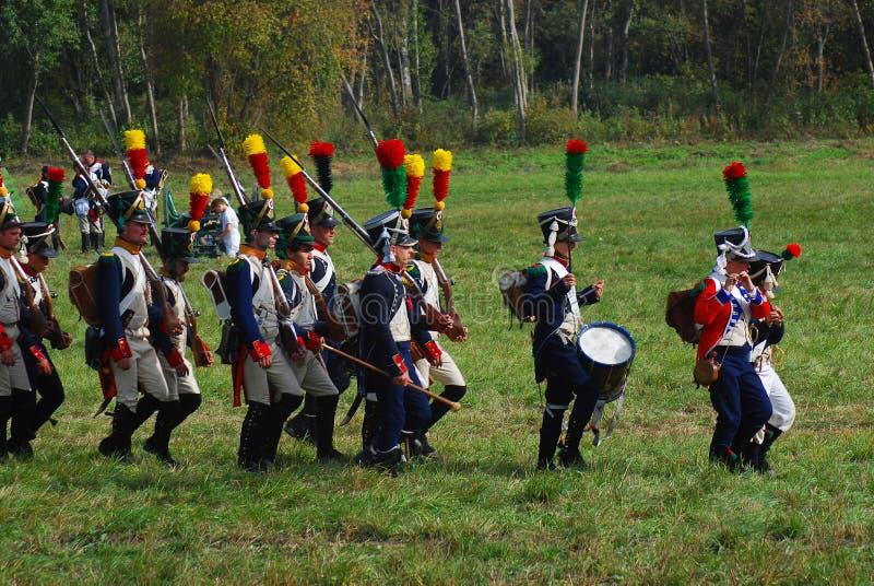 Reenactors ubierał jako Napoleońskiej wojny żołnierze fotografia stock