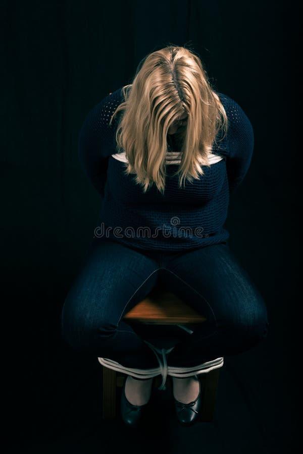 Refém sequestrado da mulher foto de stock