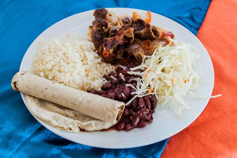 Refeição da carne do assado no restaurante pequeno típico do fritanga em Esteli, Nicarag imagem de stock royalty free