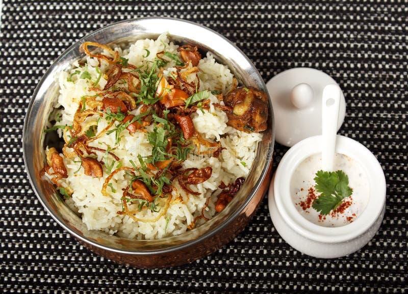 Refeição indiana do caril com prato do balti e arroz basmati foto de stock royalty free