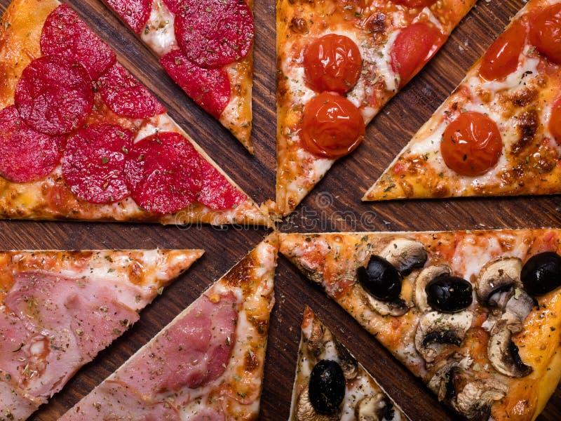 Refeição italiana nacional do alimento do fundo da pizza imagem de stock royalty free