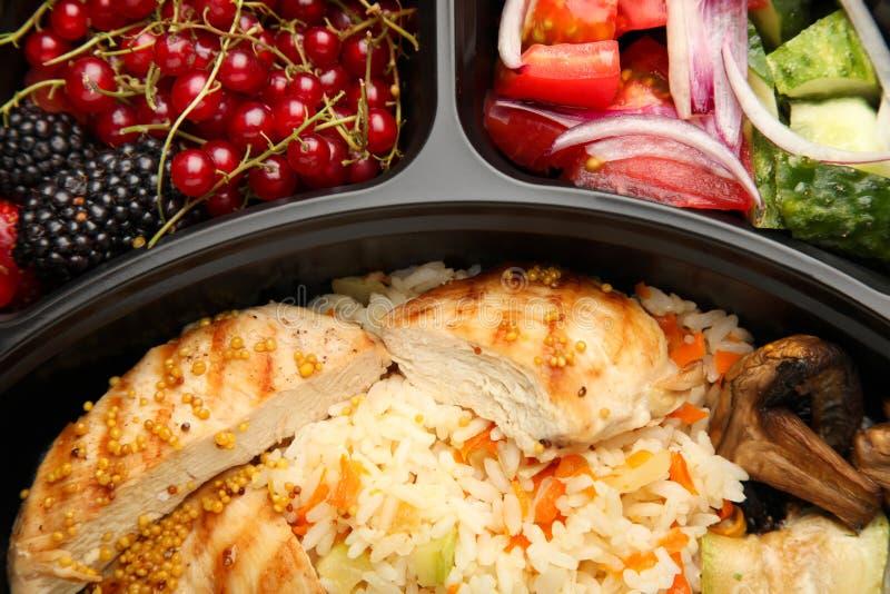 Refeição na cesta de comida imagem de stock