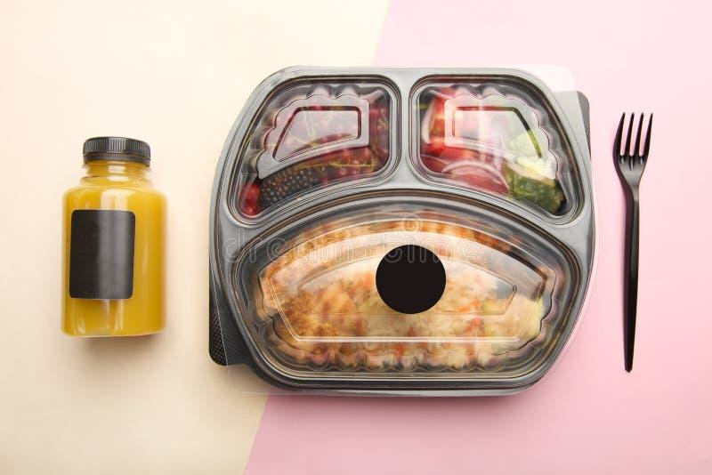 Refeição na cesta de comida foto de stock royalty free