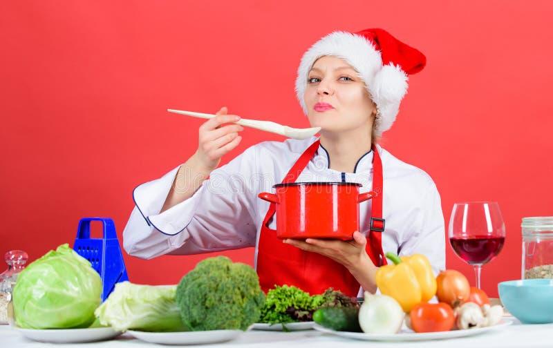 Refeição principal da tentativa Ideias fáceis para a festa de Natal Receitas saudáveis do feriado do Natal Chapéu de Santa do coz imagens de stock