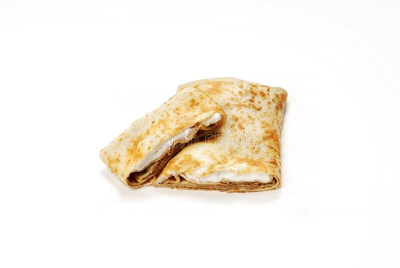 Refeição turca tradicional Gozleme com creme e queijo imagens de stock