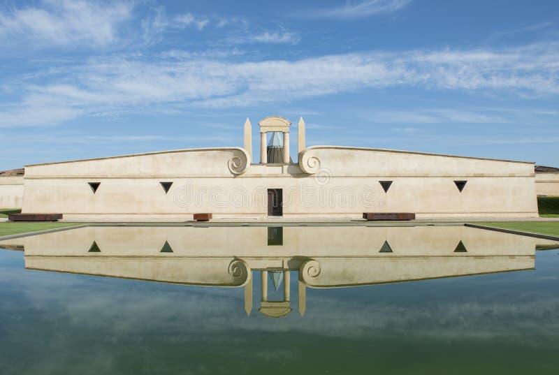 Refelection Pauillac пруда Pichon-Longueville замка стоковое фото