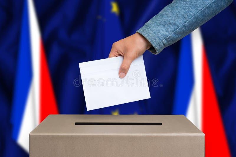 Referendo em França - votando na urna de voto fotos de stock royalty free