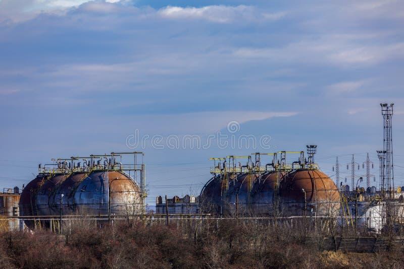 Refinaria de petróleo com facilidades fotografia de stock